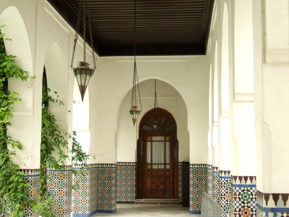 aris Mosque, first courtyard photo by Eric-Olivier LE BIGOT